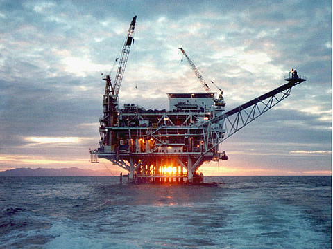 Off-shore oil rig - Wikimedia Commons