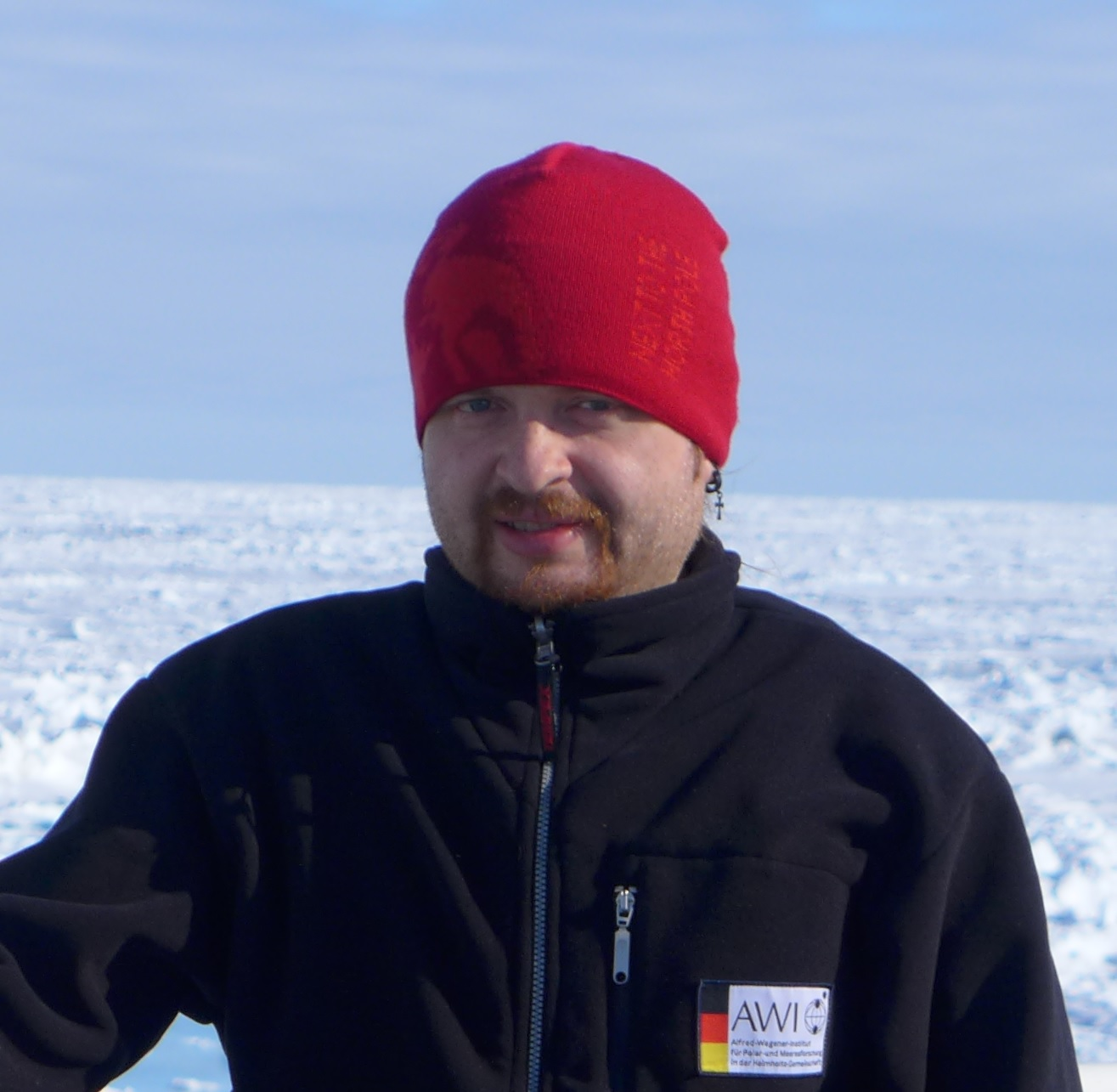 Ocean simulations in Sea-Ice modelling group at McGill University, he enjoys traveling, music and playing chess with his son Robert.